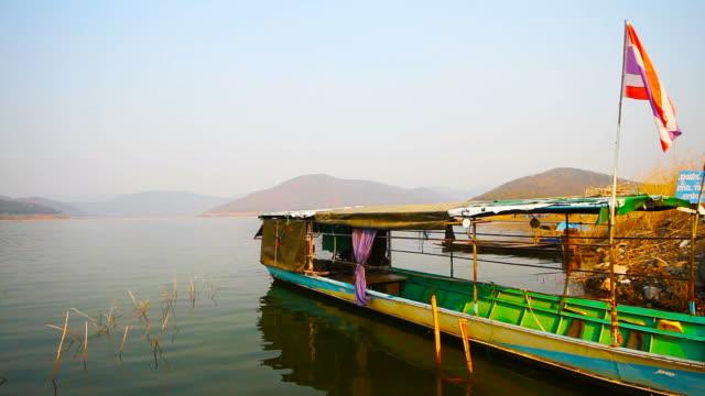 タイのタクシーボートと水上輸送 - パタヤ点の映像素材/bロール