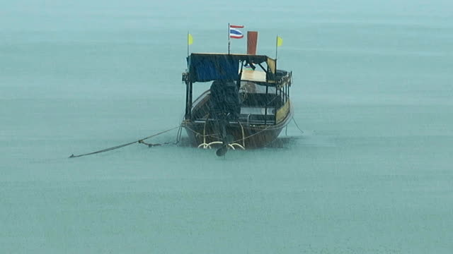 thai taxi longtail boat in rain - longtail boat stock videos & royalty-free footage
