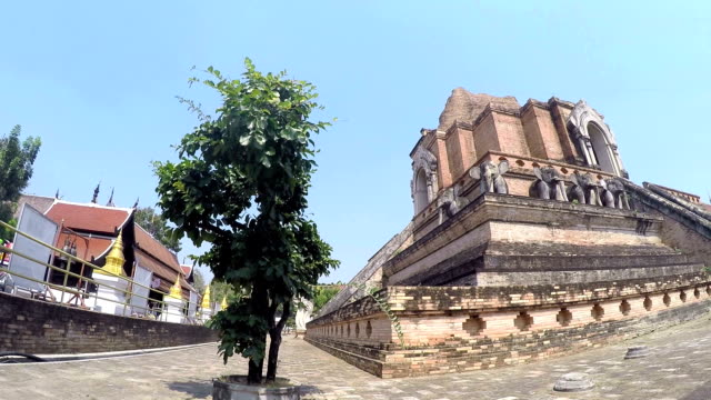 thai temple wat chedi luang - theravada stock videos & royalty-free footage