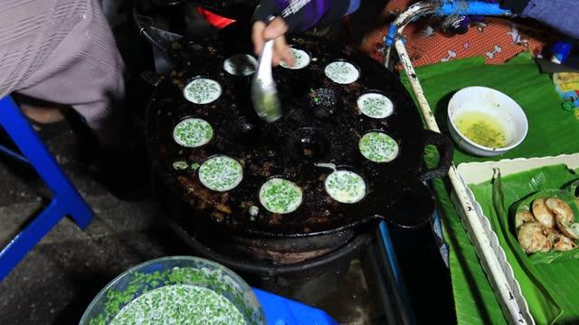 タイの伝統的なデザート。 - 調理用へら類点の映像素材/bロール