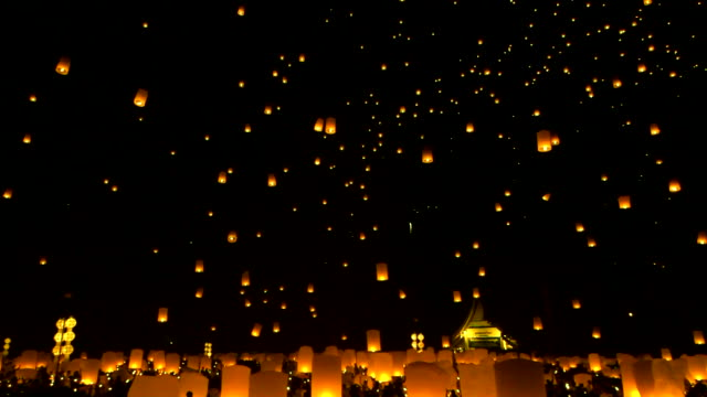 vidéos et rushes de thaïlandais traditionnel de la nouvelle année - lanterne