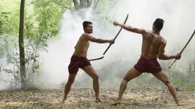 戦争の戦いアリーナでタイ戦士の戦い。剣士は敵にヒット、殺すことを試みる。タイの概念戦争歓迎の戦闘センス。タイの文化