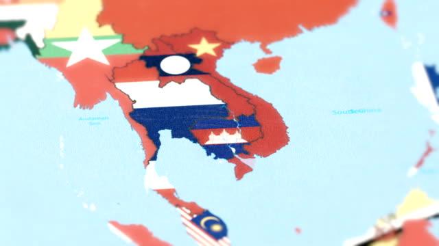 Thaïlande, Cambodge avec drapeau National sur la carte du monde