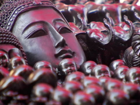 cu, selective focus, thailand, chiang mai, carved faces in market - お土産点の映像素材/bロール