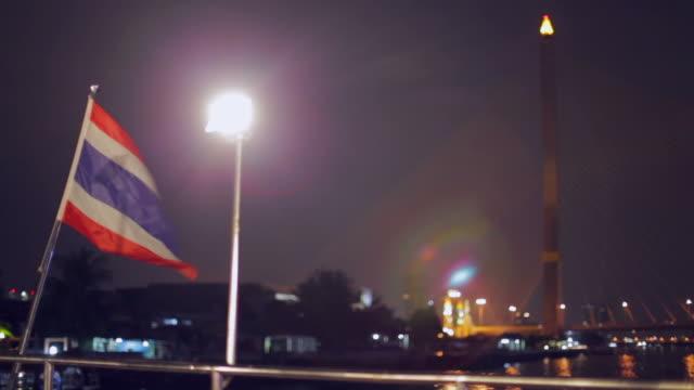 vídeos y material grabado en eventos de stock de bandera de tailandia en el río chao phraya - pasear en coche sin destino