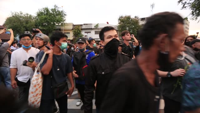 thailand government on thursday has banned gatherings of more than five to end the ongoing pro-democracy street protest in the thai capital bangkok,... - emergencies and disasters stock videos & royalty-free footage