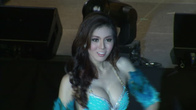 vidéos et rushes de thailand is home to more transsexuals than any other country by some estimates more than a hundred thousand thais who were born male now live as... - trans
