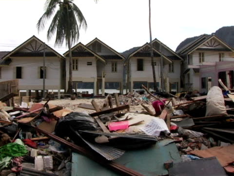 ms, thailand, ko phi phi, destroyed homes and debris after tsunami - inselgruppe phi phi stock-videos und b-roll-filmmaterial