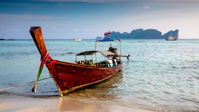 , thailand - insel phi phi le stock-videos und b-roll-filmmaterial