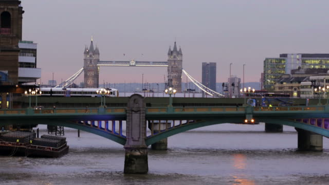 Thames, London, time lapse      CI COM