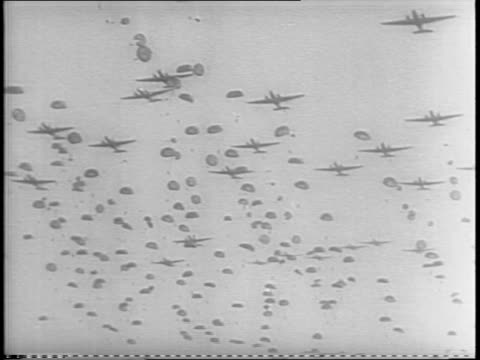 vidéos et rushes de thames river with bridges / winston churchill with cigar / harold alexander / bernard montgomery / joseph stalin / moscow with steeples / aerial view... - 1945