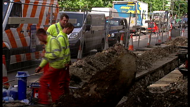 'super sewer' plans unveiled for public consultation t05060803 ext men working in trench in road traffic jam of vehicles due to road works - trench stock videos and b-roll footage