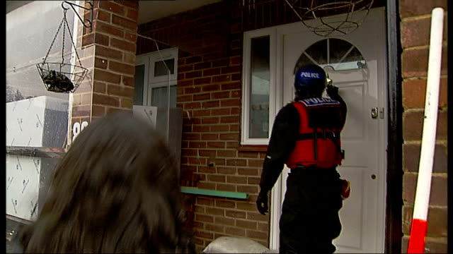thames valley floods; england: surrey: egham: ext police rescue team evacuating man and woman from their flooded house in dinghy on flooded housuing... - türrahmen stock-videos und b-roll-filmmaterial
