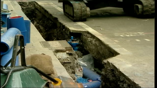 thames water repairs cause congestion in central london open trench in road showing new drainpipe - trench stock videos and b-roll footage