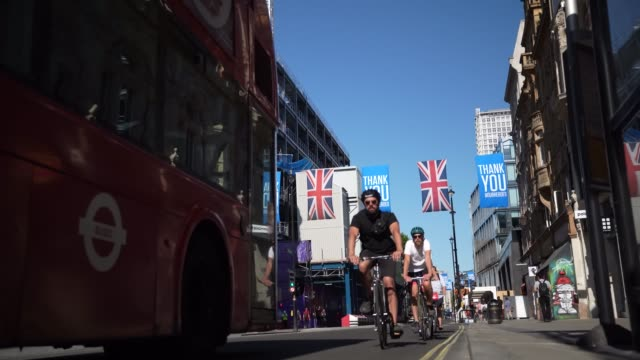 'thank you' flags fly above an almost empty oxford street on june during the coronavirus covid19 pandemic 01 2020 in london england the british... - cycling stock videos & royalty-free footage