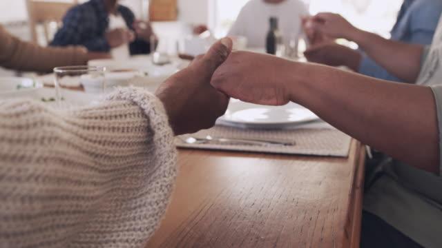 vídeos y material grabado en eventos de stock de gracias por la familia y la comida que tenemos a nuestro alrededor - africano americano