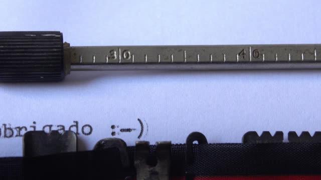 """vídeos de stock, filmes e b-roll de """"obrigado :-)"""", frase escrita em uma máquina de escrever - arcaico"""