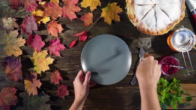 thanksgiving apple pie - thanksgiving plate stock videos & royalty-free footage