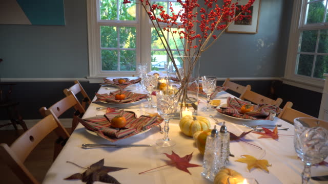 stockvideo's en b-roll-footage met thanksgiving day tabel instellen - decor