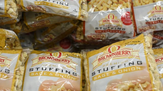 stockvideo's en b-roll-footage met thanksgiving products shot at a supermarket in princeton illinois close up shots of brownberry brand premium stuffing piled up in a bin in a... - kraft