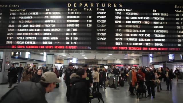 thanksgiving travelers in penn station in new york ny us on wednesday nov 272013 thanksgiving travelers in penn station on november 27 2013 in new... - new york city penn station stock videos & royalty-free footage