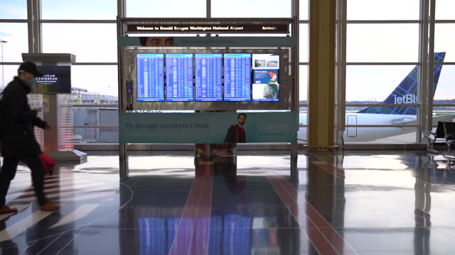 thanksgiving travelers wearing protective masks walk through ronald reagan washington national airport in arlington, virginia, u.s., on wednesday,... - ronald reagan washington national airport stock videos & royalty-free footage
