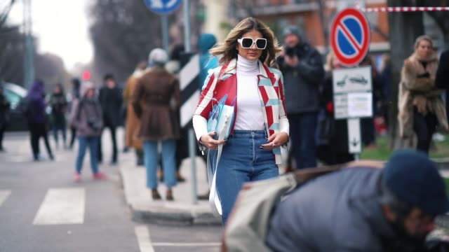 stockvideo's en b-roll-footage met thassia naves is seen during milan fashion week fall/winter 2018/19 on february 25 2018 in milan italy - week