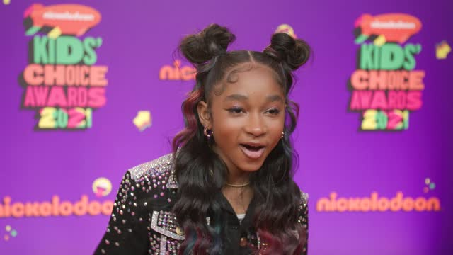vídeos de stock e filmes b-roll de that girl lay lay at nickelodeon's kids' choice awards 2021 - arrivals on march 13, 2021. - nickelodeon