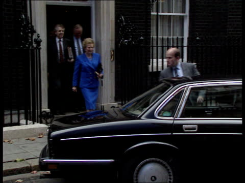 stockvideo's en b-roll-footage met thatcher explains lone summit position england london downing st margaret thatcher mp pm leaving for commons - margaret thatcher