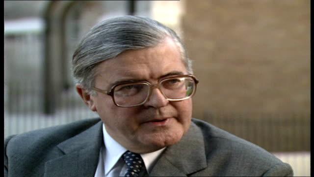 thatcher leadership critics; england: london: westminster: ext kenneth baker interview sof - kritiker stock-videos und b-roll-filmmaterial