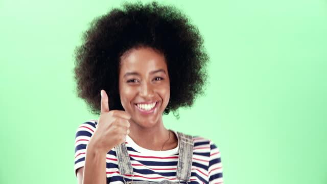 vídeos de stock, filmes e b-roll de isso é tudo de bom comigo - afro