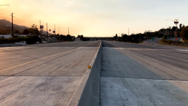 the 101 freeway is empty during the woolsey fire shot from center divider - woolsey feuer stock-videos und b-roll-filmmaterial
