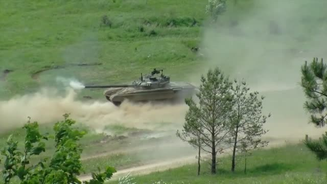 the 173rd airborne brigade fires support team and the slovenian army's, joint terminal attack controller , participate in exercise adriatic strike 15... - 連隊点の映像素材/bロール