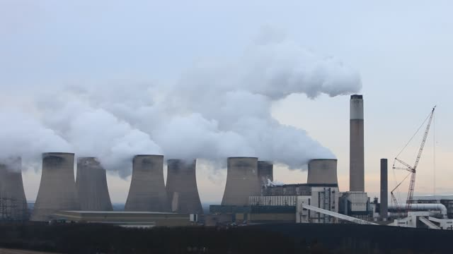 the 2000 mw ratcliffe on soar, coal fired power station near loughborough, in nottinghamshire, uk. - power station stock videos & royalty-free footage