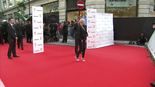 stockvideo's en b-roll-footage met the 2010 baftas held at the royal opera house london shows exterior shots of gail porter posing for photographers on the red carpet - gail porter
