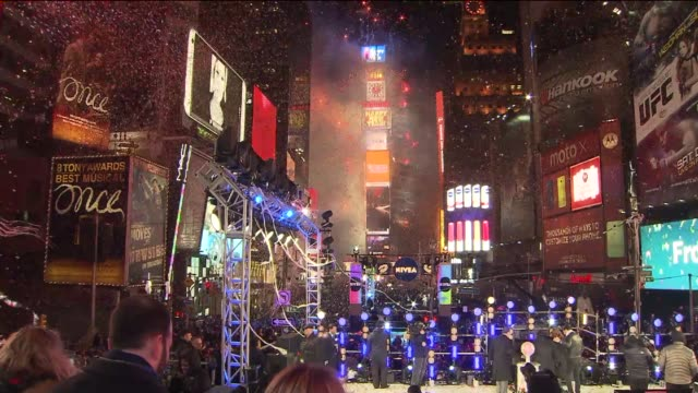 the 2014 new year's eve ball drop at one times square on january 01 2014 in new york new york - 年越し点の映像素材/bロール