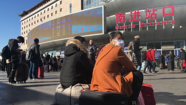 the 2017 spring festival travel rush season begins on january 13 2017 it usually lasts for 40 days and it is estimated that about 47 million people... - lavoratore emigrante video stock e b–roll