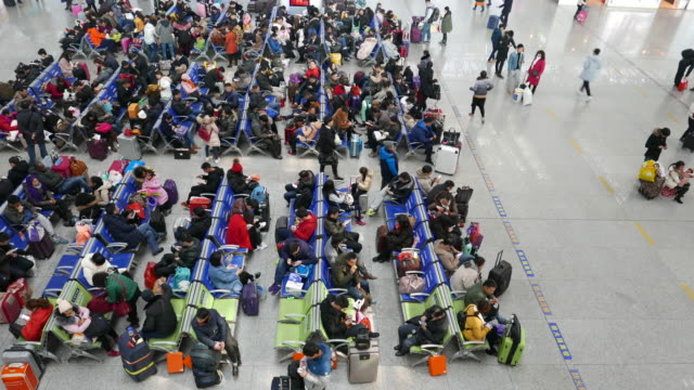 the 2017 spring festival travel rush season begins on january 13, 2017. it usually lasts for 40 days and it is estimated that about 47 million people... - lavoratore emigrante video stock e b–roll