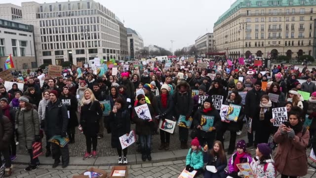 the 2018 women's march is a planned rally and followup to the 2017 women's march on washington the demonstrators are calling for equal pay for equal... - marciare video stock e b–roll