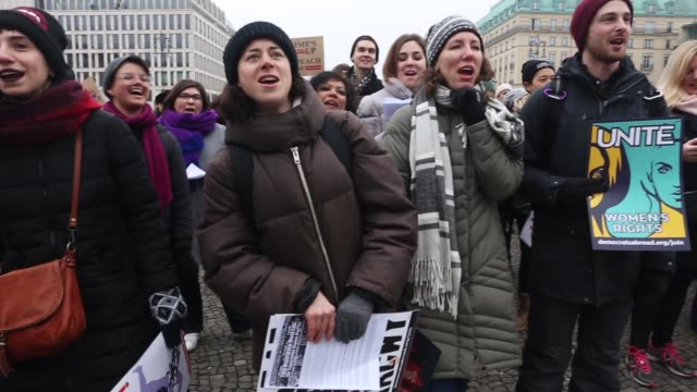 the 2018 women's march is a planned rally and follow-up to the 2017 women's march on washington. the demonstrators are calling for equal pay for... - frauenrechte stock-videos und b-roll-filmmaterial