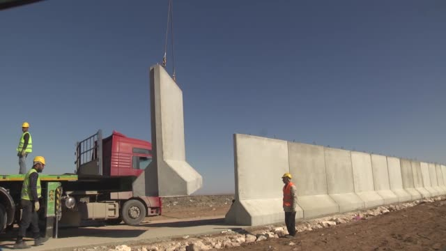 the 3m high and 2m wide concrete blocks are placed along the turkish-syrian borderline in suruc district of sanliurfa, turkey on november 27, 2016.... - 国境の壁点の映像素材/bロール