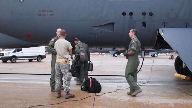 the 49th test and evaluation squadron and 419 flight test squadron get together to see how they can test b-52 technology faster. - refuelling stock videos & royalty-free footage