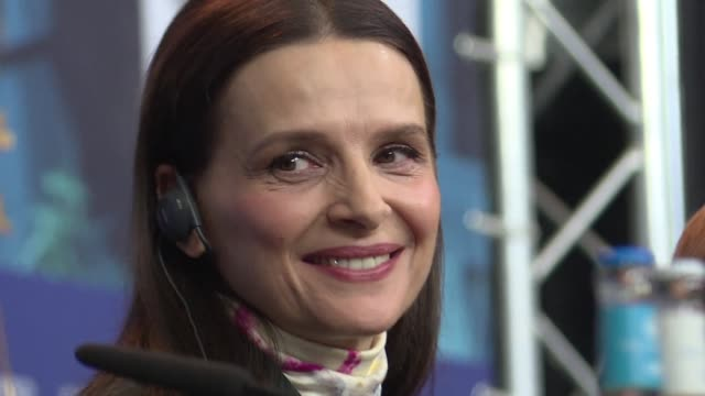 vídeos de stock, filmes e b-roll de the 69th berlin film festival kicks off with the jury's press conference chaired this year by the french actress juliette binoche - juliette binoche