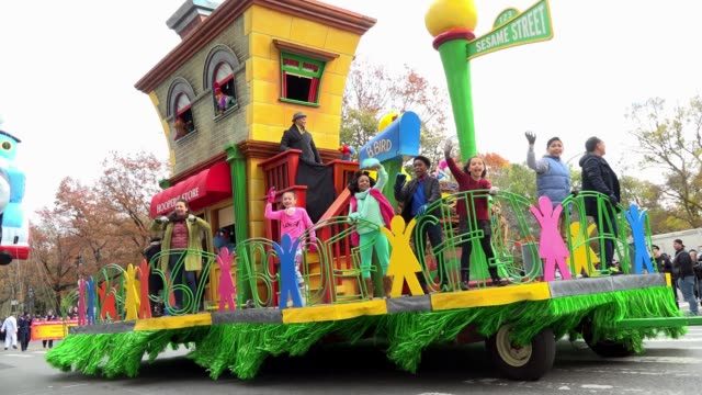 the 90th annual macy's thanksgiving day parade / view of the upper west side of manhattan and central park west, new york city, usa / 1-2-3 sesame... - festival float stock videos & royalty-free footage