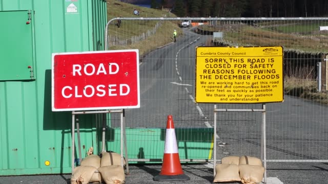 the a591 road closed after part of it was washed away by storm desmond, lake district, uk. - road closed englisches verkehrsschild stock-videos und b-roll-filmmaterial