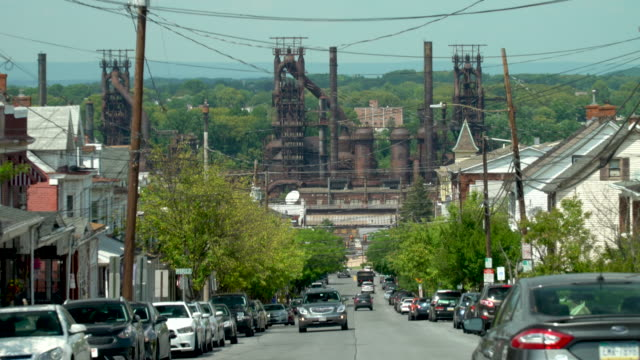 stockvideo's en b-roll-footage met the abandoned bethlehem steel plant and the city of bethlehem - pennsylvania
