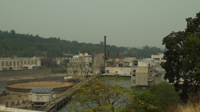 vídeos de stock e filmes b-roll de the abandoned blue heron paper mill - cidade fantasma