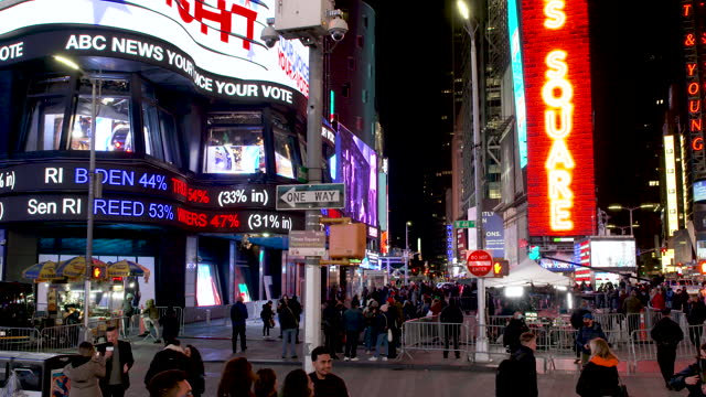 the abc - broadcasting company broadcasting live in midtown manhattan's times square the us presidential elections between incumbent republican... - kandidat stock-videos und b-roll-filmmaterial