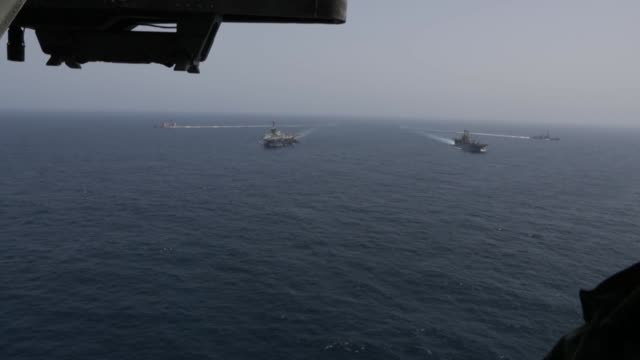 vídeos y material grabado en eventos de stock de the abraham lincoln carrier strike group and kearsarge amphibious ready group transit the arabian sea while conducting joint operations, may 17 2019. - vehículo anfibio