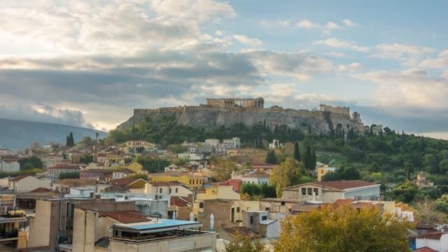 vídeos de stock e filmes b-roll de the acropolis of athens, greece, with the parthenon temple - encosta